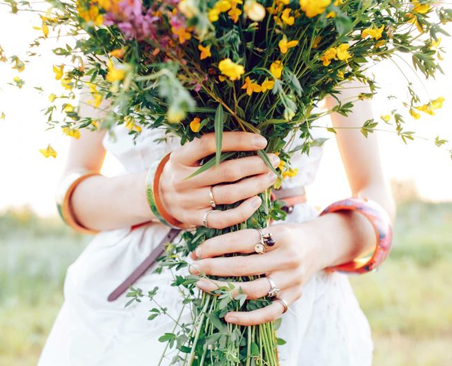 A boho-style bouquet of wildflowers.